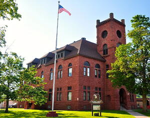1200px-Gogebic_County_Courthouse