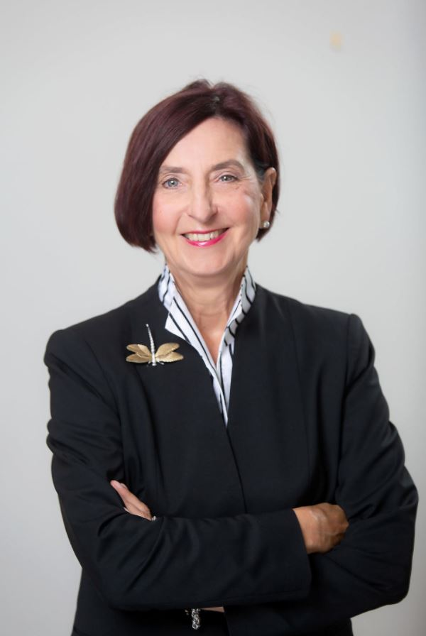 Birgit Klohs 2020 Headshot (1)-JPG