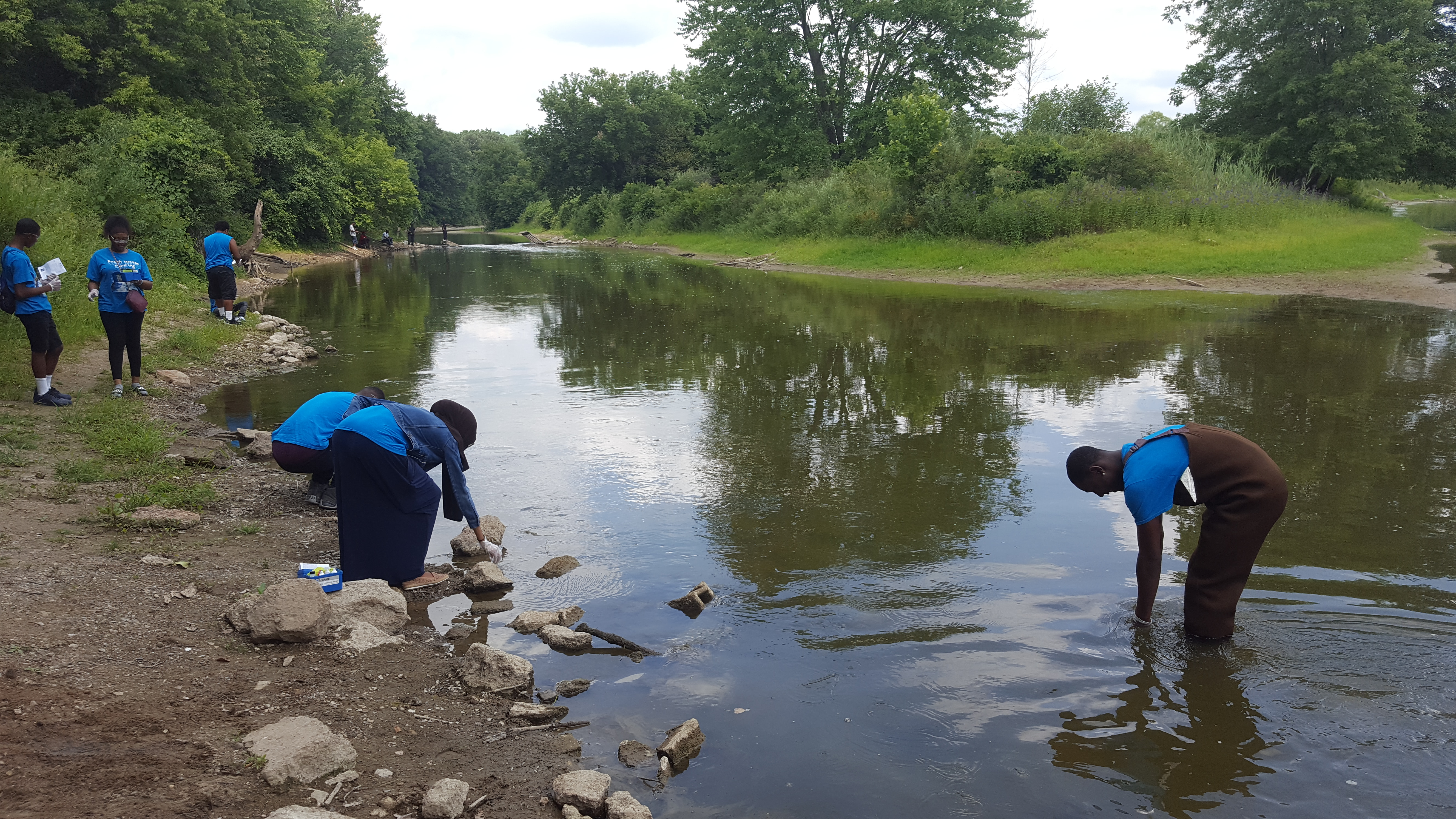 Youth testing water chemistry on Flint River
